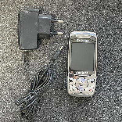 Tlačítkový telefon Samsung E740