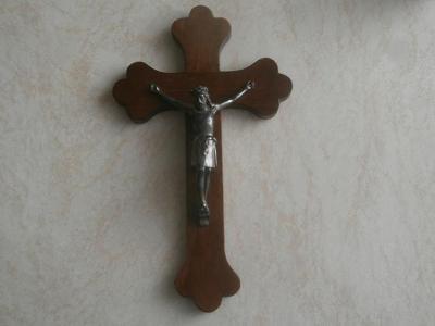 křížek na zed