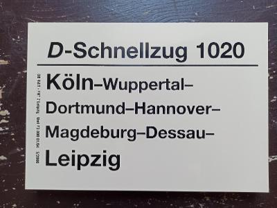 Směrová cedule DB - D 1020 (Köln - Dortmund - Magdeburg - Leipzig)