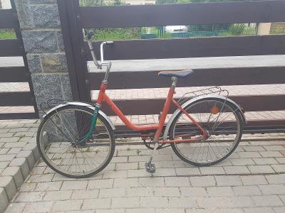Starší jízdní kolo Liberta s předními vidlicemi kde je značka Eska