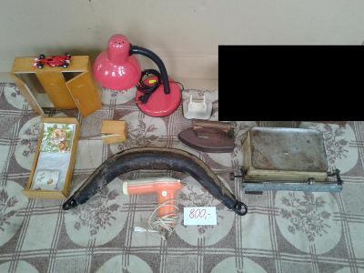 Chomout, lampa, váhy, fén, dětský pokojíček, žehlička, auto