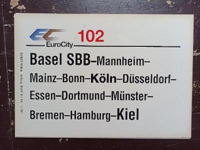 Směrová cedule DB - EC 102 (Basel - Köln - Hamburg - Kiel)