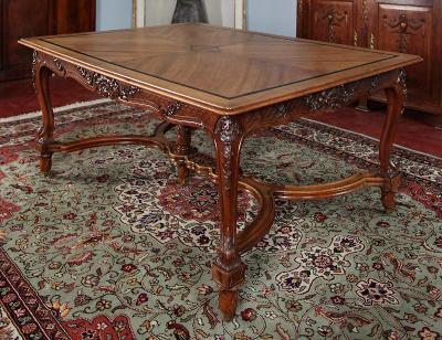 Obří starožitný stůl. Řezbovaný. Rozkládací na 5 metrů