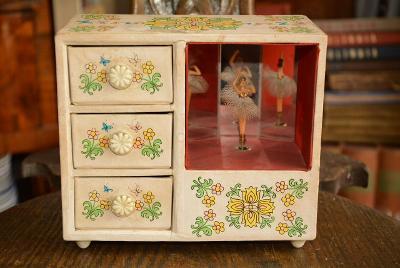 hrací skříňka, mechanický strojek, tančící baletka