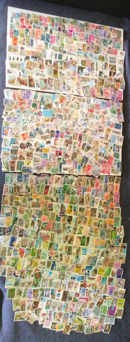 Každá jiná - poštovní známky Itálie 810ks  - Filatelie