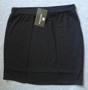 Černá elastická mini sukně - vel. M/L, zn: PrettyLittleThing- Nová