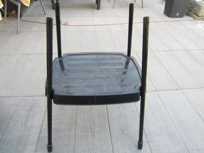 Stolek kovový na elektrický gril s poličkou