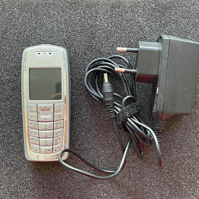 Tlačítkový telefon Nokia 3120