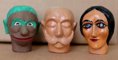 Loutky, hlavy marionet, dřevořezba