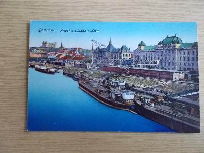 Pohled Slovensko Bratislava Dunaj Lodní doprava parník přístav