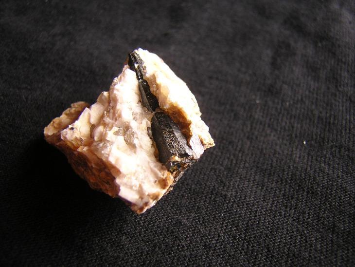 Turmalín Skoryl - Minerály a zkameněliny