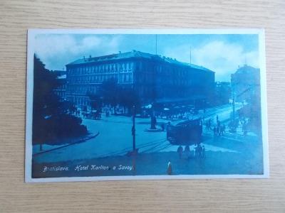 Pohled Slovensko Bratislava tramvaj hotel Karlton Savoy modrý filtr