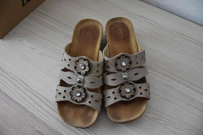 Dámské pantofle na nízkém klínku, vel. 37