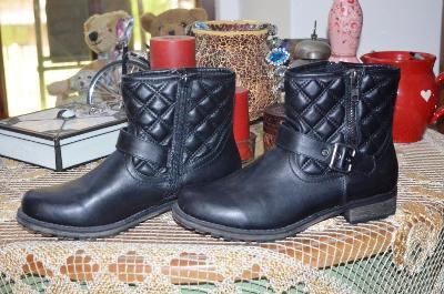 Černé prošívané kotníkové boty vel. 39
