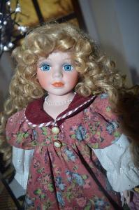 Překrásná sběratelská panenka modroočka