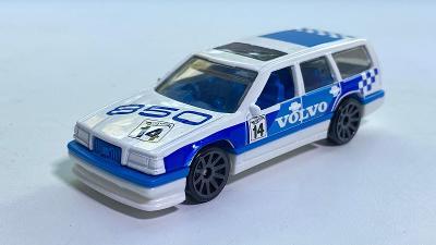 Volvo 850 Estate v závodním polepu autíčko Hot wheels 1:64