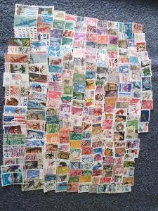 Každá jiná - poštovní známky USA 335ks