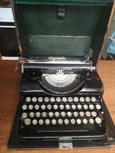 Starý psací stroj OLYMPIA