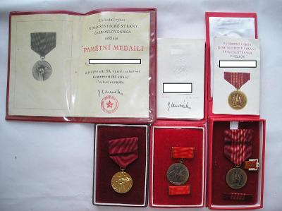 Soubor medailí s dekrety