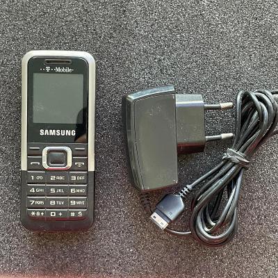 Tlačítkový telefon Samsung E1120
