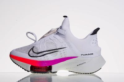 Běžecká obuv NIKE Air Zoom Tempo Next% Flyease - vel.38,5
