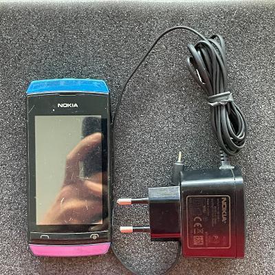 Dotykový telefon Nokia 305
