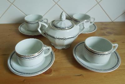 Starý značený porcelánový servis