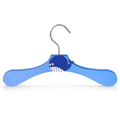 Dřevěné ramínko pro děti na oděvy velryba 30358