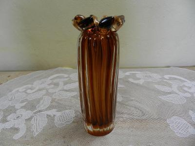 Zajímavá hnědá Autorská Váza hutně tvarované sklo Čechy