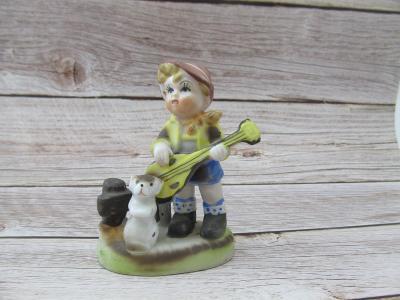 Starožitná Porcelánová soška chlapeček se psem  s kytarou pejsek