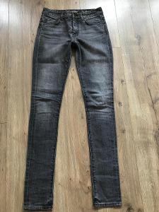 Yves Saint Laurent Xs 25 skinny jeasns pc 12.000 Kč