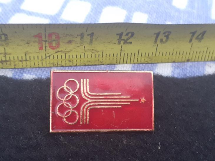 Odznak LOH MOSKVA 1980 - červená varianta  - Faleristika