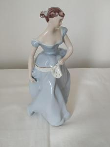 Royal dux porcelánová soška dáma s kapesníkom