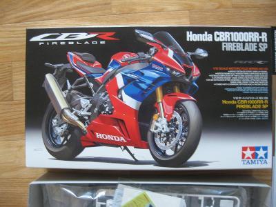 TAMIYA Honda CBR 1000RR-R ´Fireblade SP´ 1:12