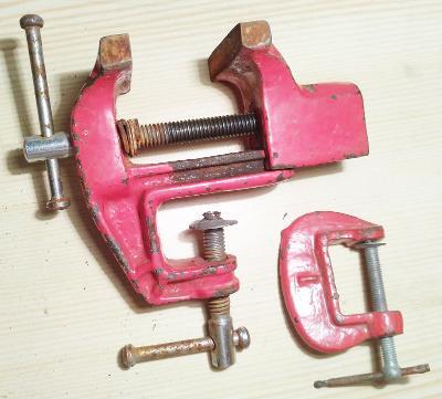 Menší červený svěrák -délka 100 mm +malá pomocná svěrka !!!