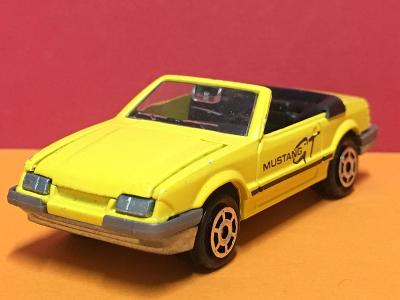 Ford Mustang Convertible - Majorette 1/59  (H4-b38)