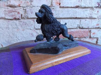 SOCHA PES - PUDL zvláštní materiál, keramika...? připomíná bronz 1974