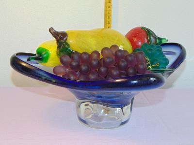 Krásná mísa se skleněným ovocem, staré