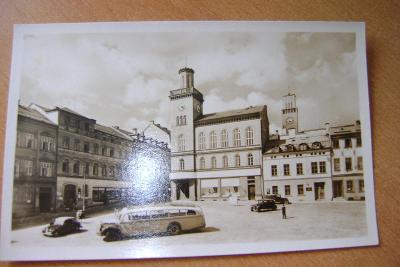 Jablonec nad Nisou-autobus na náměstí 1950