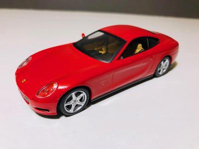 Model auto Ferrari 612 Scaglietti 1:43 (Atlas, IXO, Minichamps, Brumm