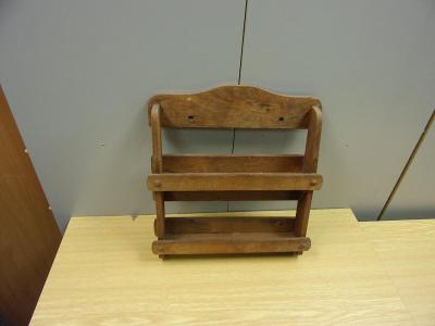 Stará selská kuchyňská dřevěná polička na kořenky