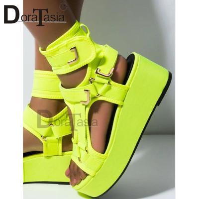 Páskové luxusní dámské sandálky neonově žluté - gladiatorky - vel.41