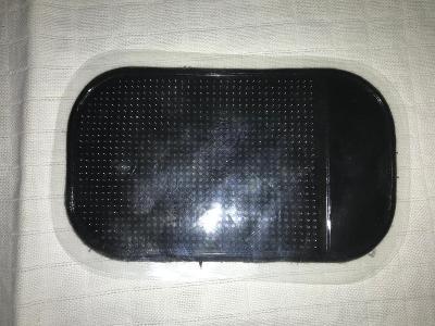 NOVÁ - Protiskluzová podložka pod telefon - Od 1 Koruny