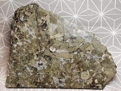 Enstatitnorit zlatozelený enstatit-norit 115x100mm Narvik Norsko