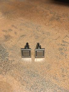 –Geometrické manžetové knoflíčky, masivní kov, kvalitní zpracování:–