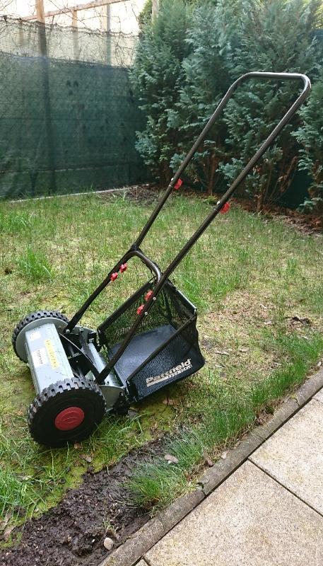 Vřetenová sekačka na trávu  - Zahrada