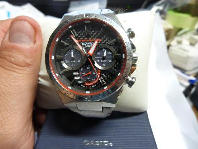 Krásné hodinky  CASIO lim. edice Honda Racing