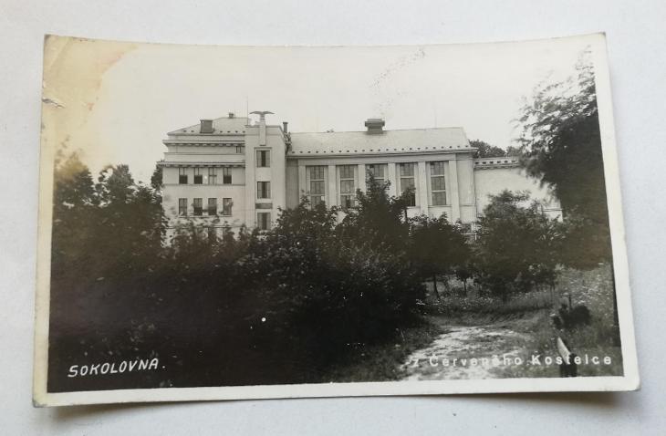 Pohled Červený Kostelec - Sokolovna - Pohlednice