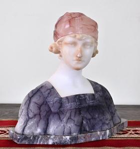Busta mladé ženy Art Deco