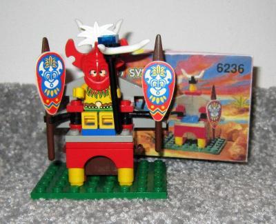 Lego Piráti 6236, Náčelník islanderů na trůnu z 90 let